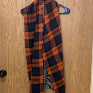 Accessories - Gently used scarf